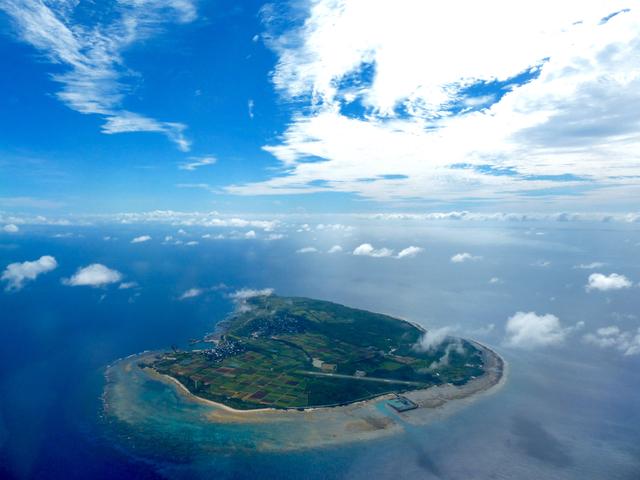 上空から見る粟国島